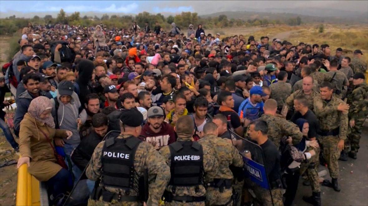 refugiados-polícia-fronteira